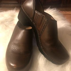 Dansko Sienna leather clog. Size 39/8.5-9